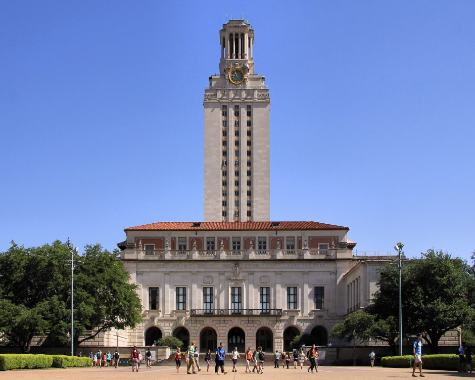 Photo by Larry D. Moore. CC BY-SA 3.0 https://commons.wikimedia.org/wiki/File:University_of_texas_at_austin_main_building_2014.jpg