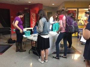 Participants receive DNA saliva collection kits at JScreen Hits Maryland April 26. Danielle Kiefer/Mitzpeh.