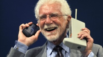 first-cell-phone-martin-cooper