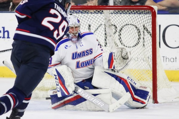 Men's hockey edged out by UConn 3-2