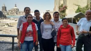 Con el grupo y el autor