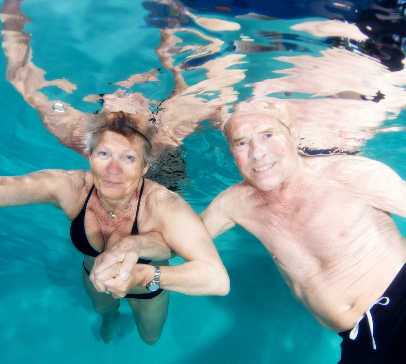 Cash Pool Flensburg Elke And Peter 2 Time Cancer Survivors Underwater Healer About