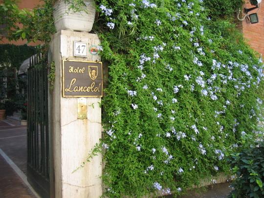 Lancelot Hotel