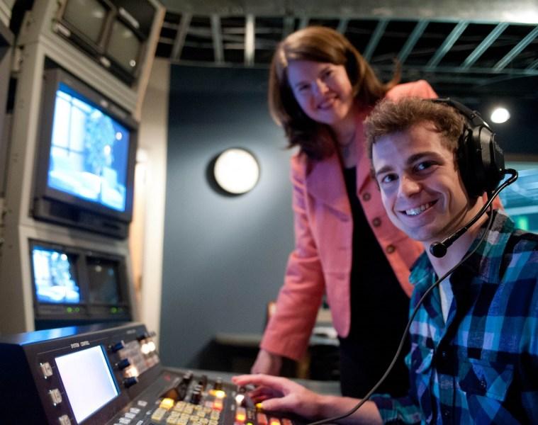 4x3_Television_Communication2