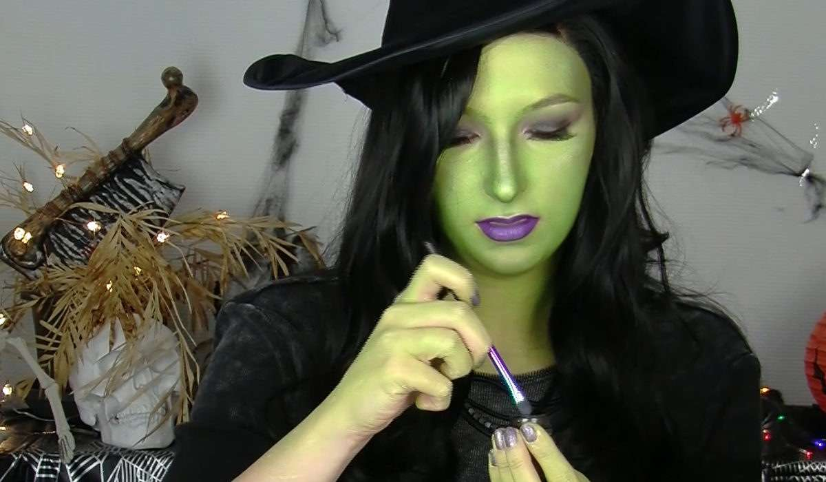 Halloween Gesichtsbemalung Hexe Halloween Make Up In Fünf Steps Zum Coolen Hexen Look Unicum