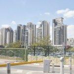 La entrada al parque de tecnología avanzada y al fondo la silueta de l ciudad de Beer Sheva- ABC color