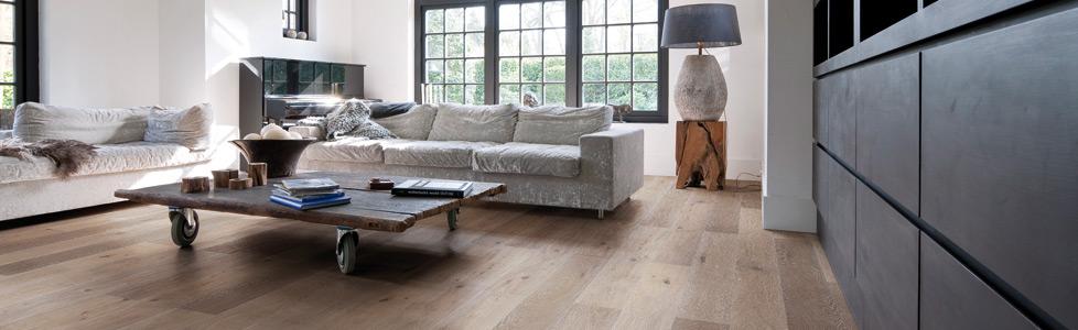 Massieve planken parketvloeren schuren of schade aan de parketvloer parketvloer specialisten - Hardhouten vloeren vloerverwarming ...