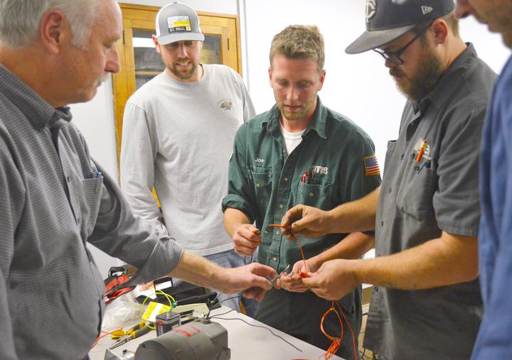 NAW2016 Minnesota\u0027s Building Trades apprentices earn paychecks