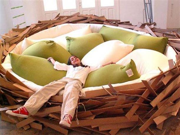 鳥の巣のようなベッド
