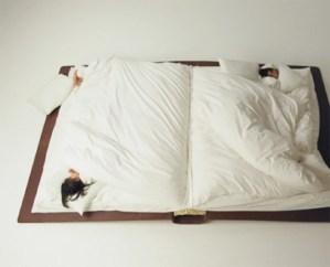 可愛らしい本の形をしたベッド