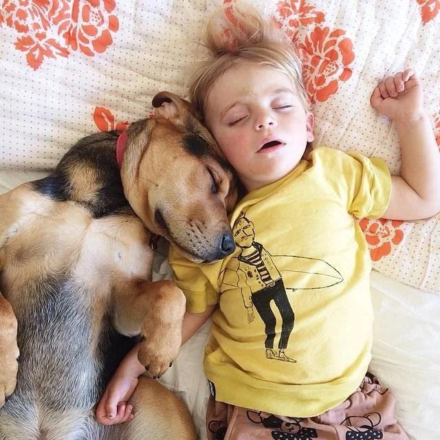 riposino bimbo e cane