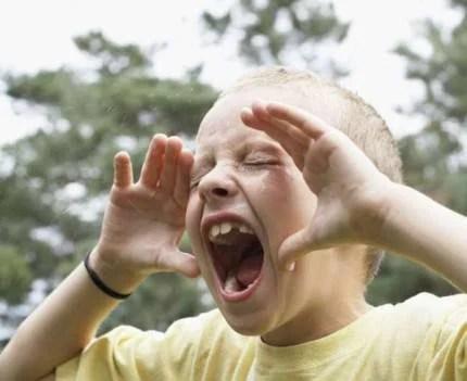 Bambino urla