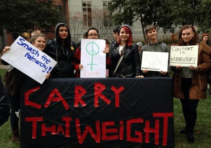 ragazzi contro stupro donne