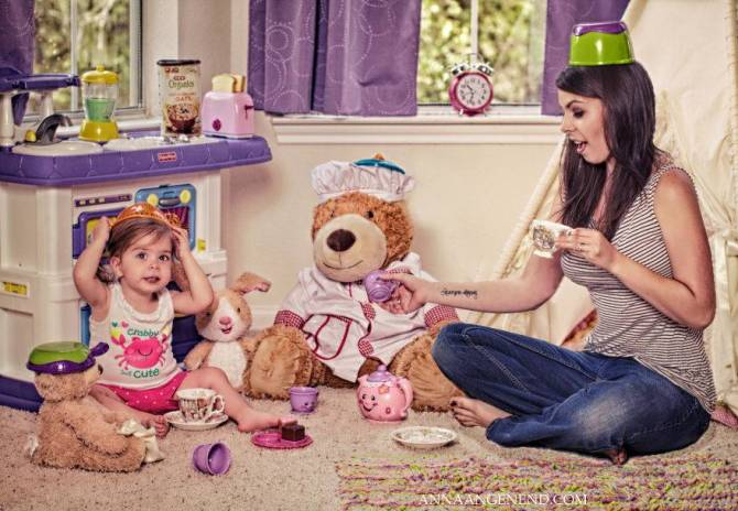 Mom-turns-chaotic-life-with-toddler-into-fun-photo-series.-14__880