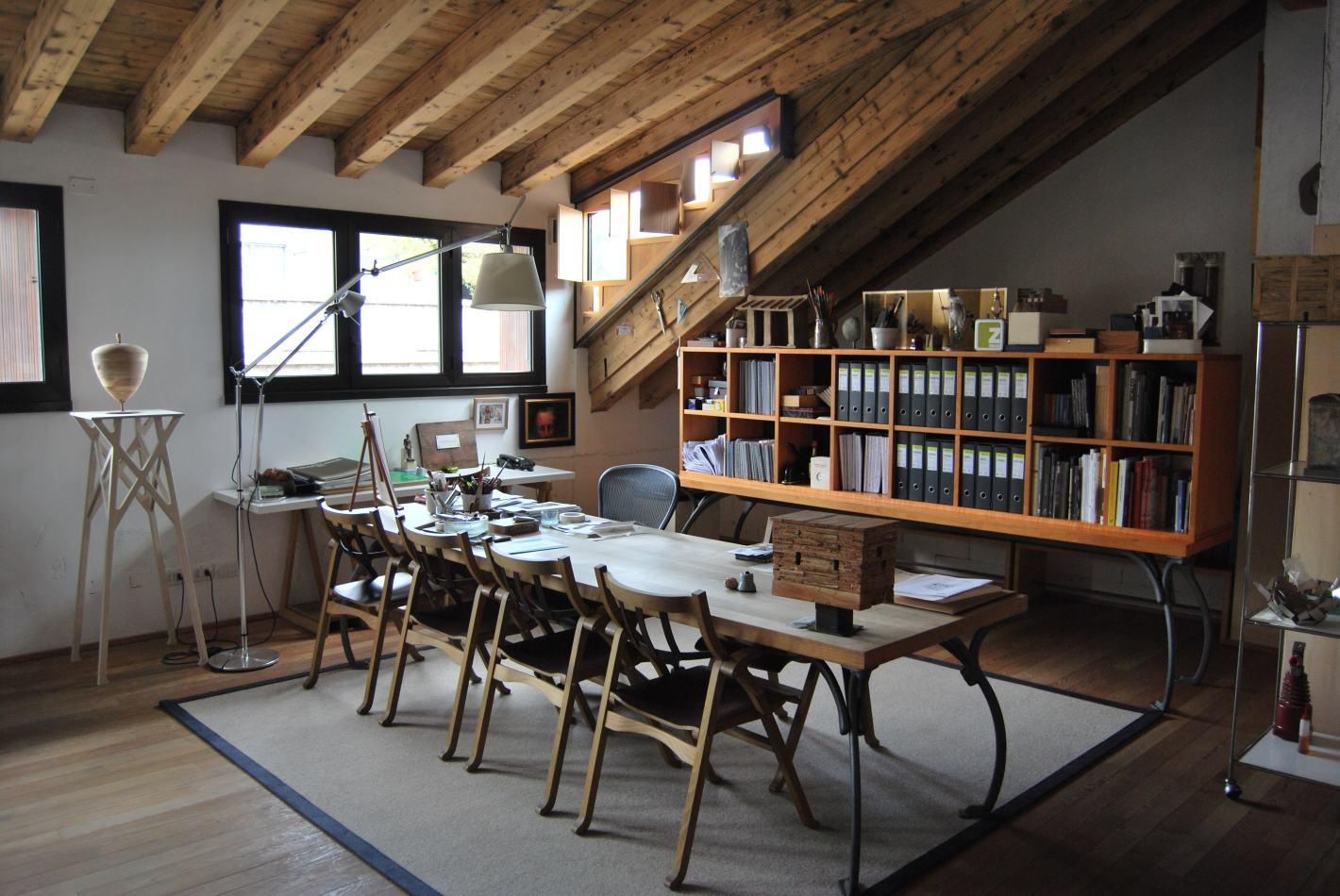 Lampadari per soggiorno con travi in legno un appartamento vista