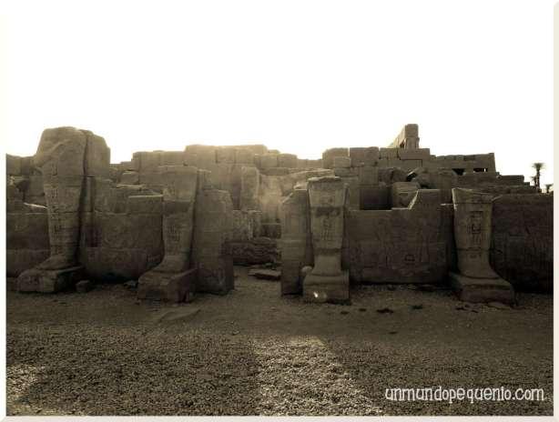 Templo de Karnak ruinas bajo el sol