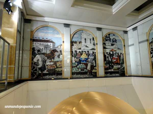 Murales en el metro de San Petersburgo