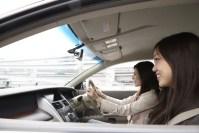 ドライバー必見!夏場の車内にこもった熱気を、たった1分で逃がす方法