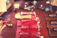 簡単に家でできる!メガネのレンズを新品のようにピカピカにする裏ワザ