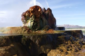 Fly_geyser_in_nevada