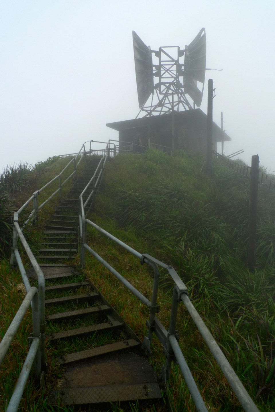 This is the top. These antennae were used to communicate with the naval fleet during World War II. Image credit: unrealhawaii.com