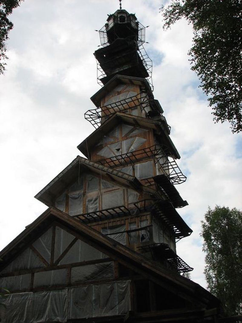 Whimsical dr seuss house in alaska unusual places for Building a house in alaska