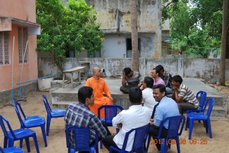 Rev. Swami Atmashraddhanandaji Maharaj with youth members at samithi.