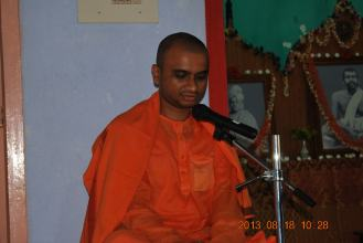 Rev. Swami Purnabodhanandaji Maharaj addressing the devotees