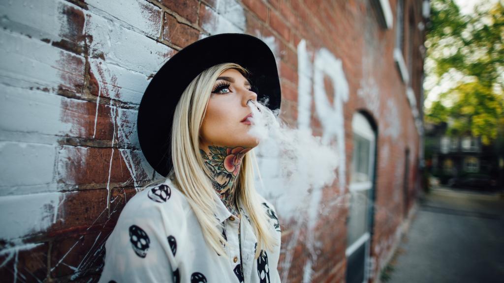 Girl Smoke Weed Wallpaper Hd 一个女人抽烟伤感图片 高清壁纸 图片 时光记忆 回车桌面