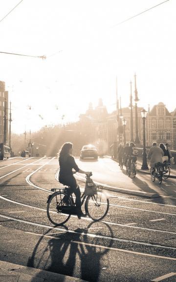 Girl With Bike Hd Wallpaper 温暖图片 温暖图片大全 温暖壁纸大全 回车桌面