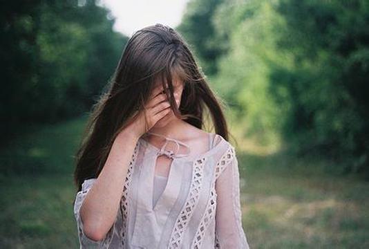 Feeling Alone Wallpaper With Quotes 让人流泪的女生唯美伤感哭泣 图片大全 高清 图库 回车桌面
