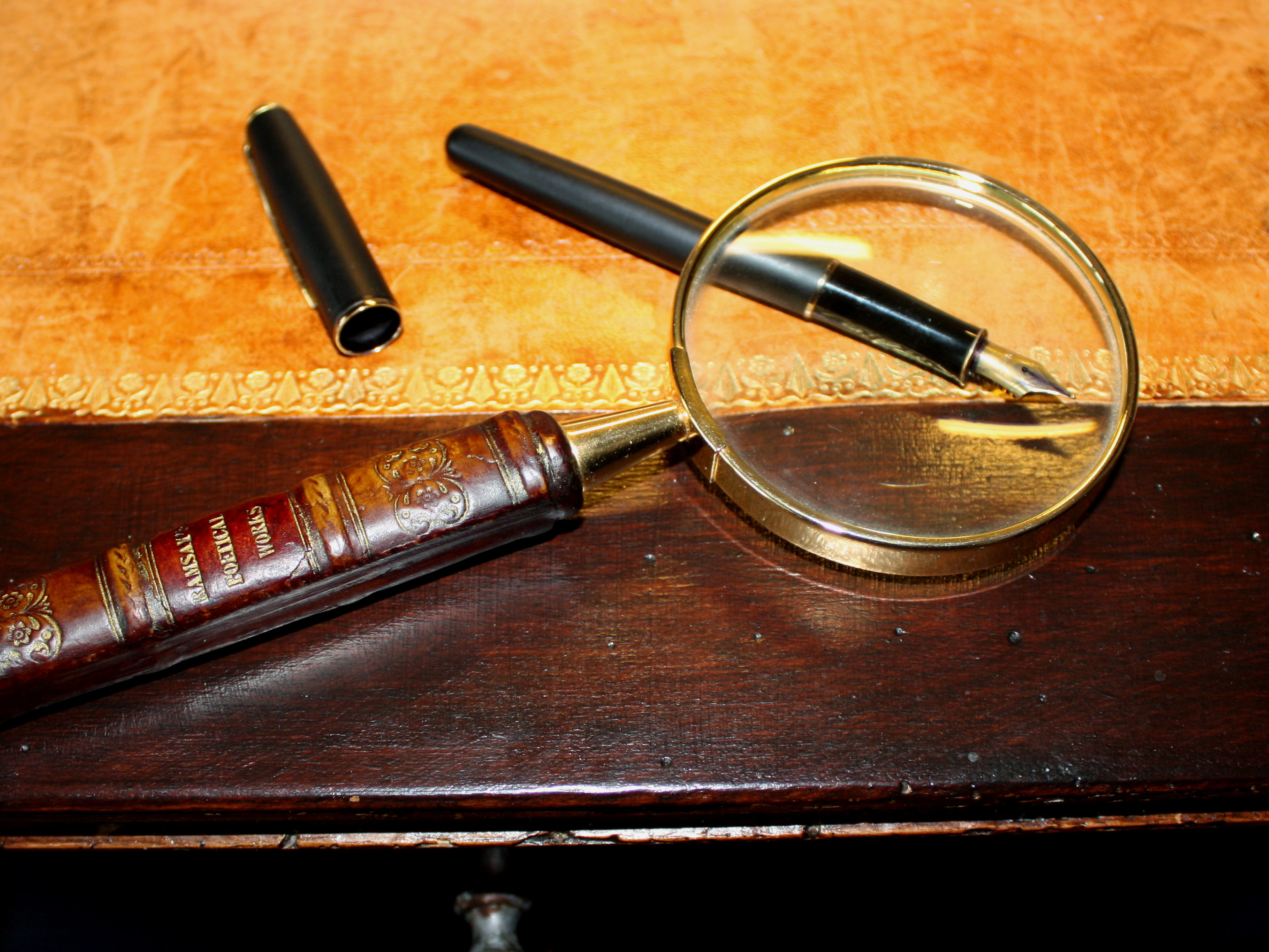 Solid Black Wallpaper File Magnifying Glass On Antique Table Jpg Wikimedia Commons