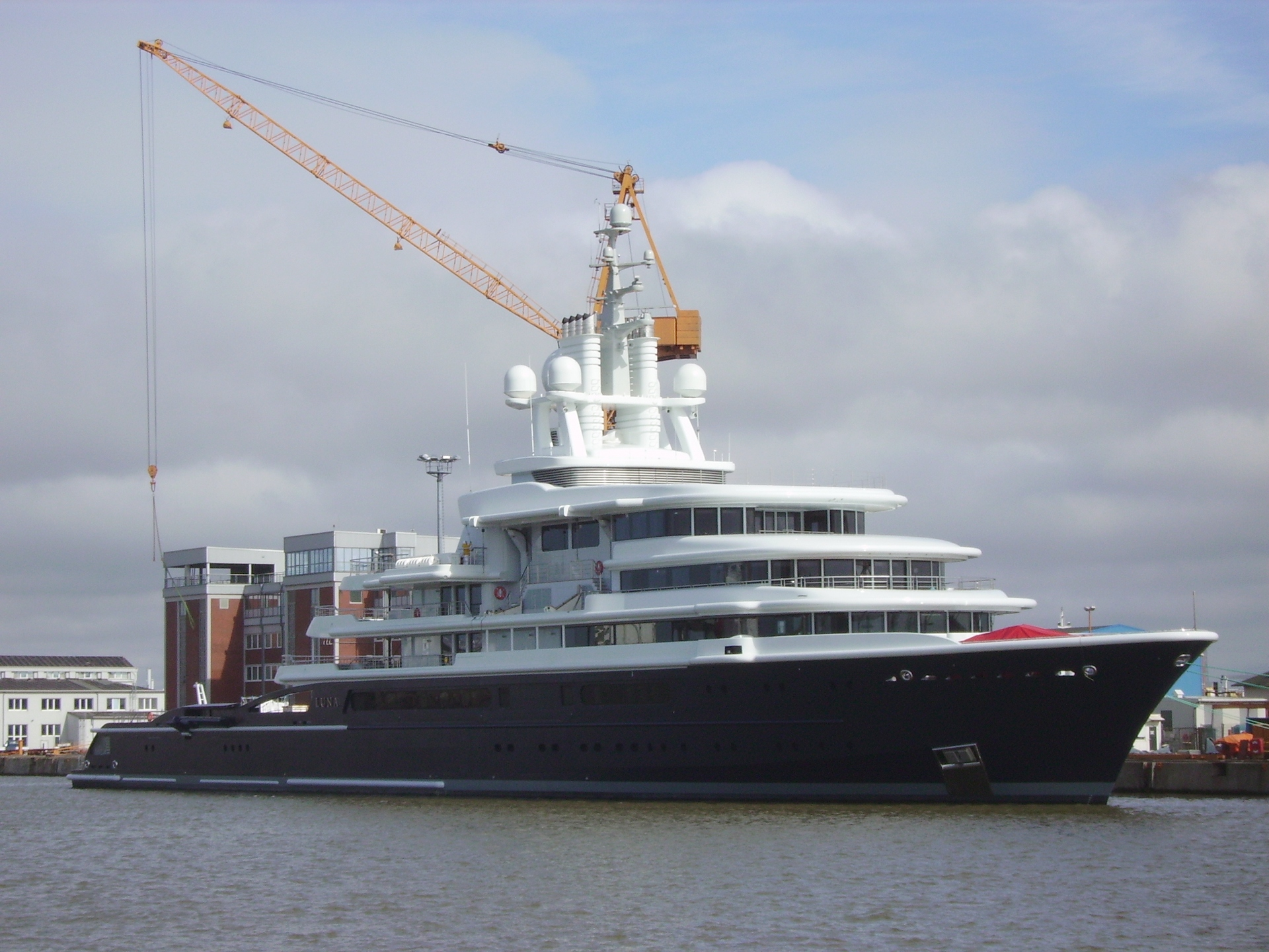 Bremer Haven Luna (yacht) – Wikipedia