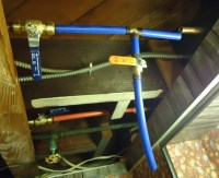 File:PEX piping in basement ceiling.jpg - Wikimedia Commons