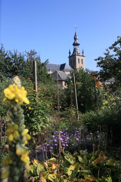 File:Basiliek-Onze-Lieve-Vrouw-Hemelvaart, tuin pastorie.jpg - Wikimedia Commons