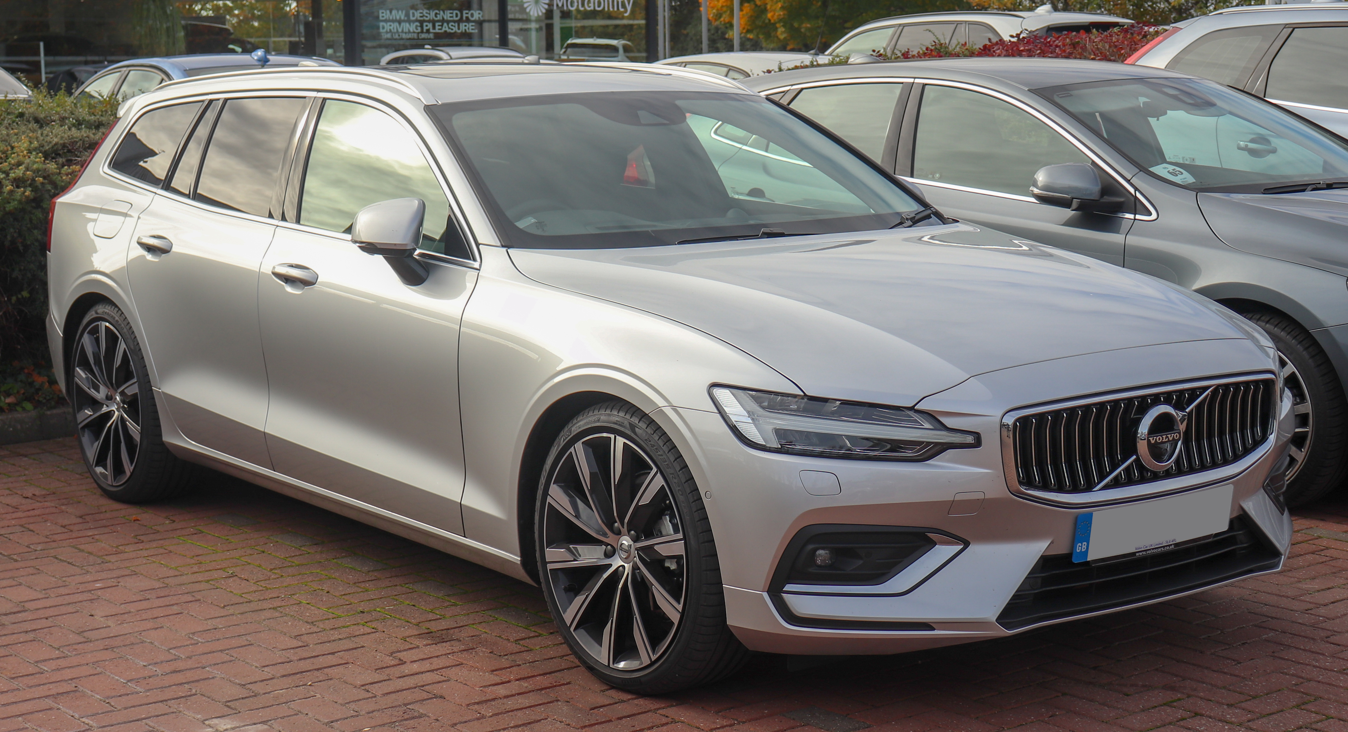 volvo v60 cross country 2019 dimensions boot space and