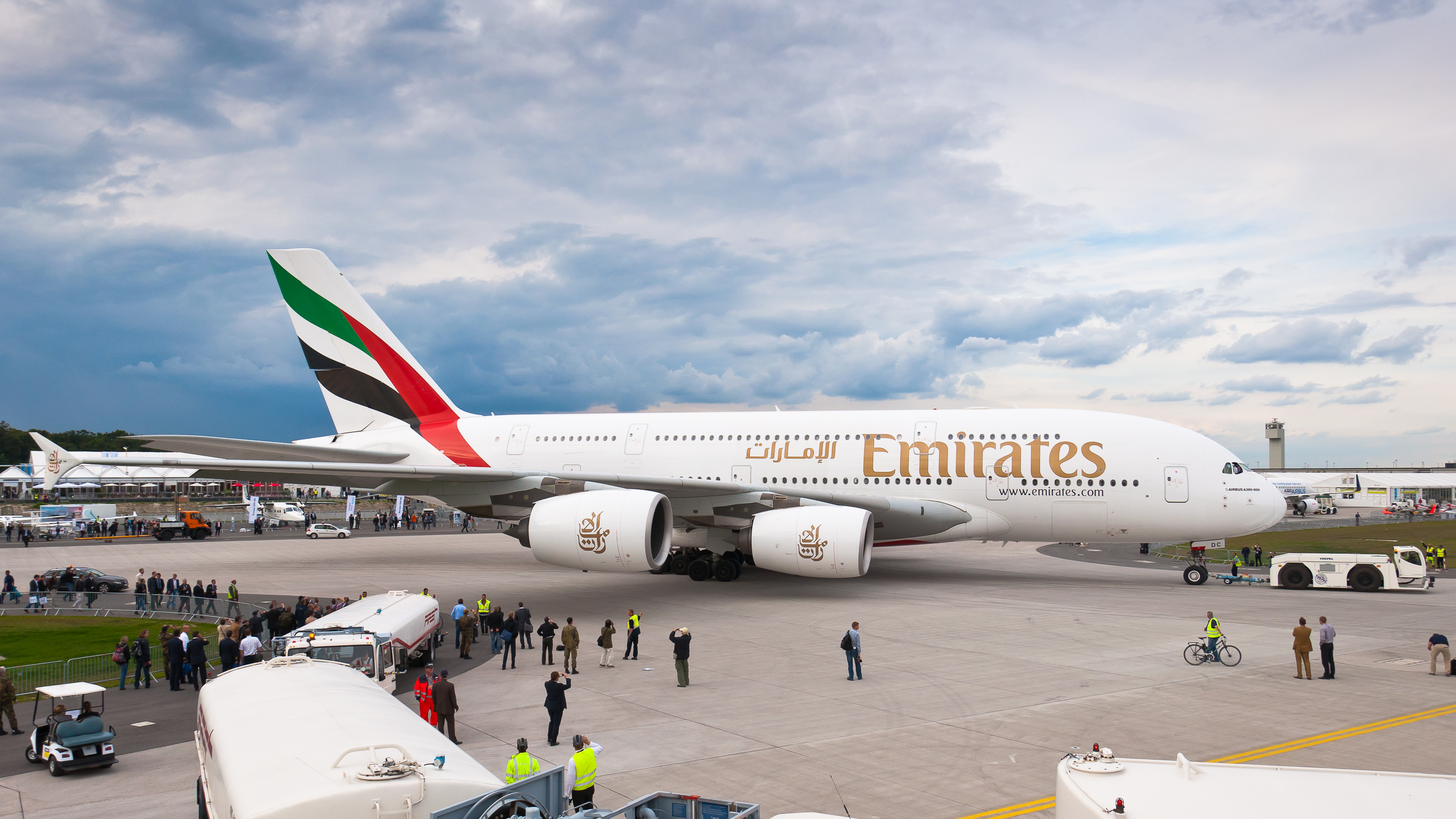 Commercial Pilot Wallpaper Hd File A6 Edc Emirates Airbus A380 861 Ila 2012 02 Jpg
