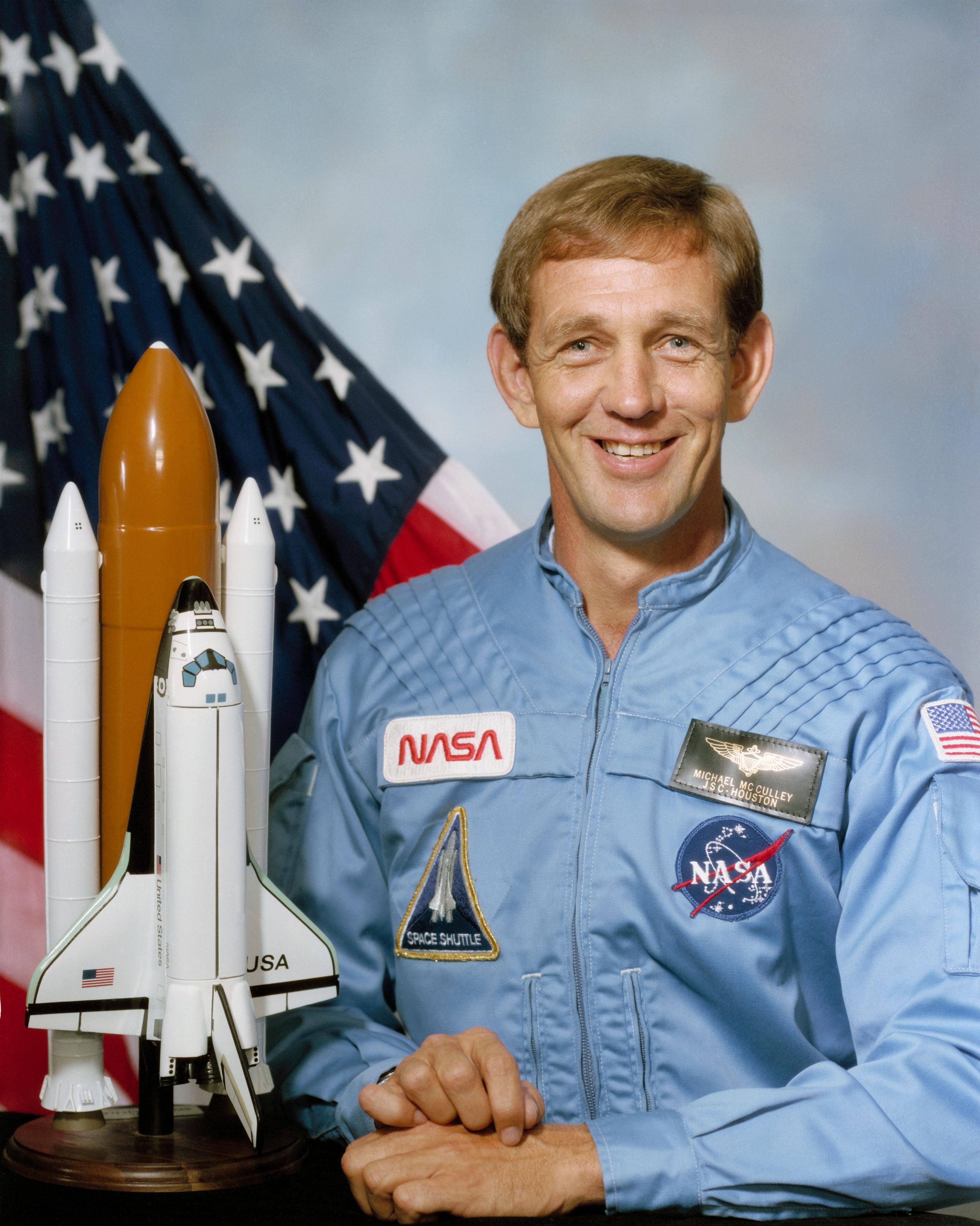 Michael J McCulley - Wikipedia