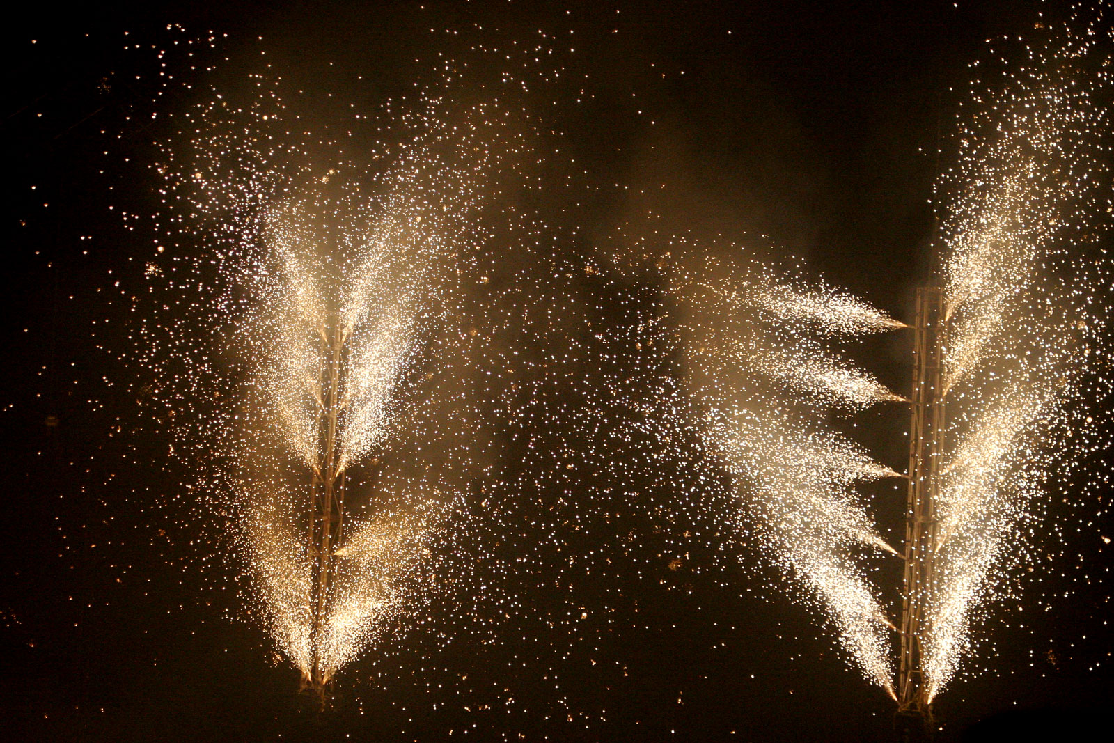 Falling Gold Sparkles Wallpaper Pyrotechnics Wikiwand