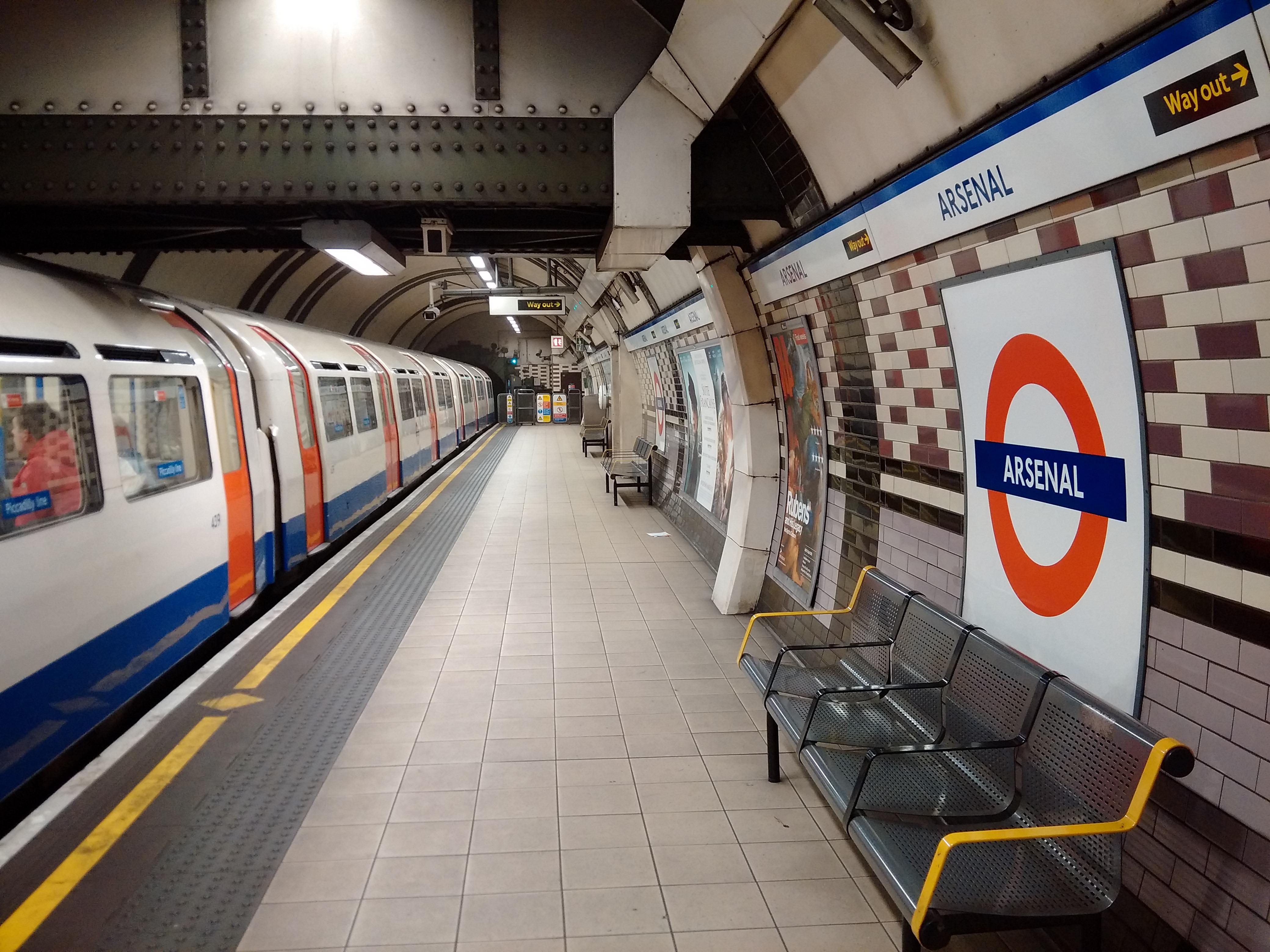 Filearsenal Underground Stationjpg Wikimedia Commons