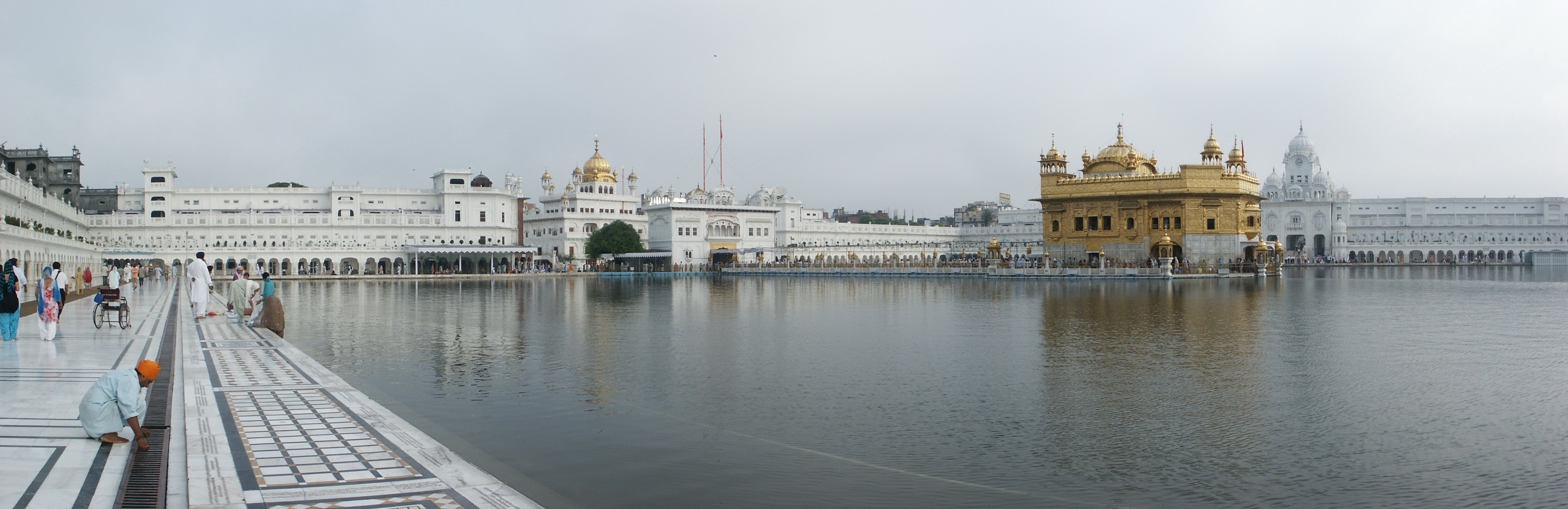 Supreme Car Wallpaper Admire The Majestic Beauty Of The Golden Temple In