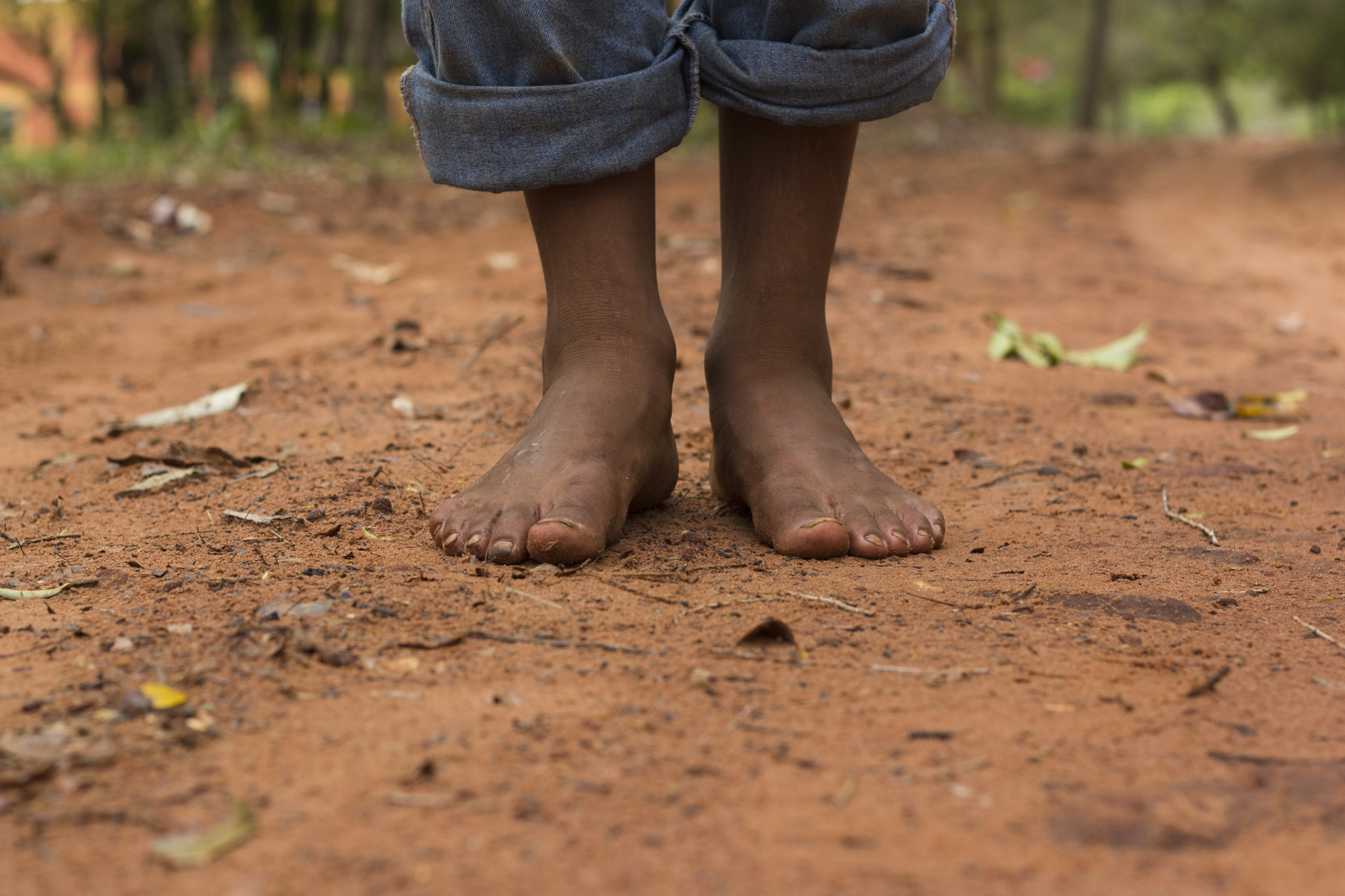 Red Indian Girl Wallpaper File Barefoot On Red Dirt Jpg Wikimedia Commons