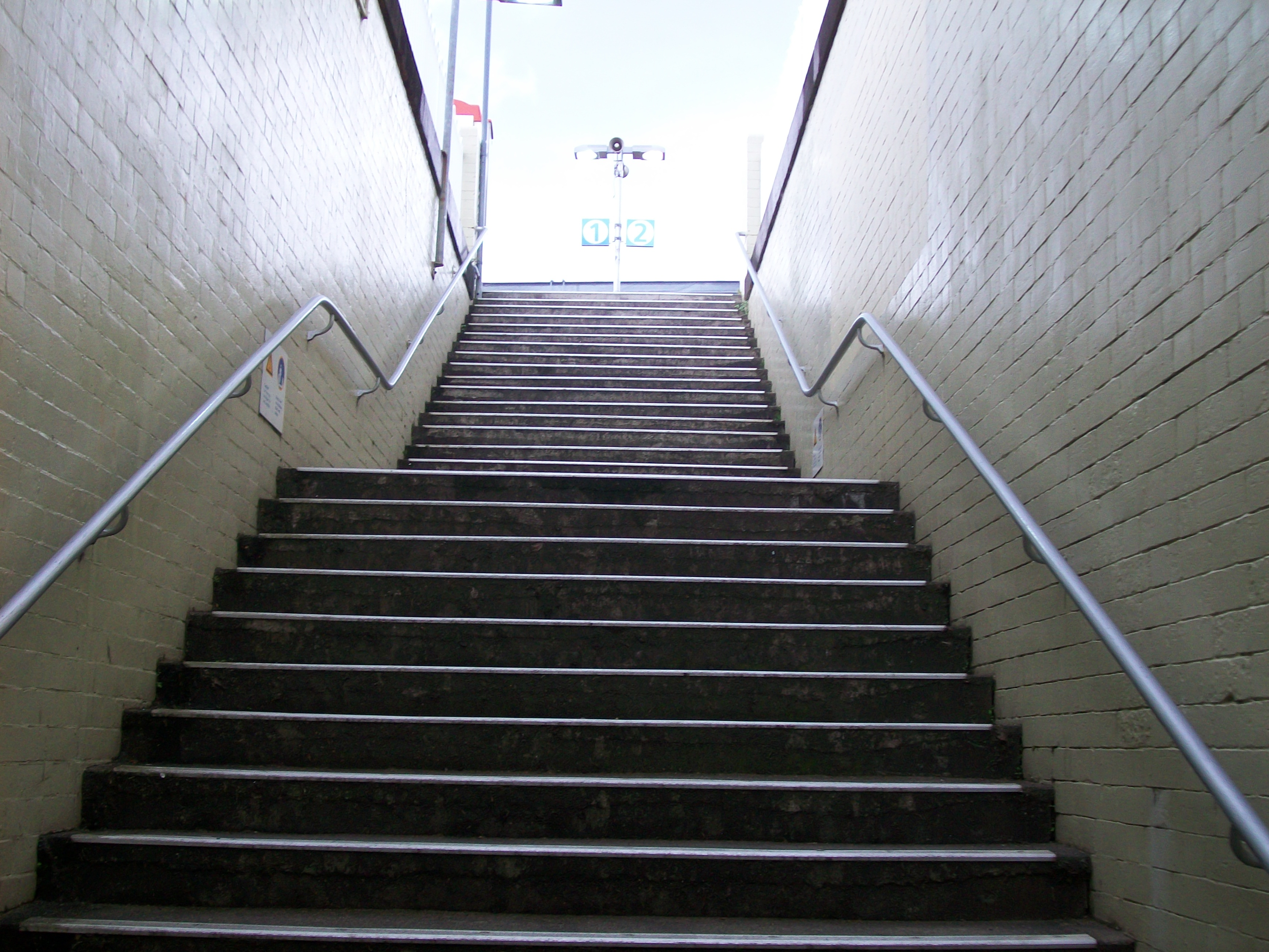 Filemacdonaldtown Railway Station Stairs To Platformjpg