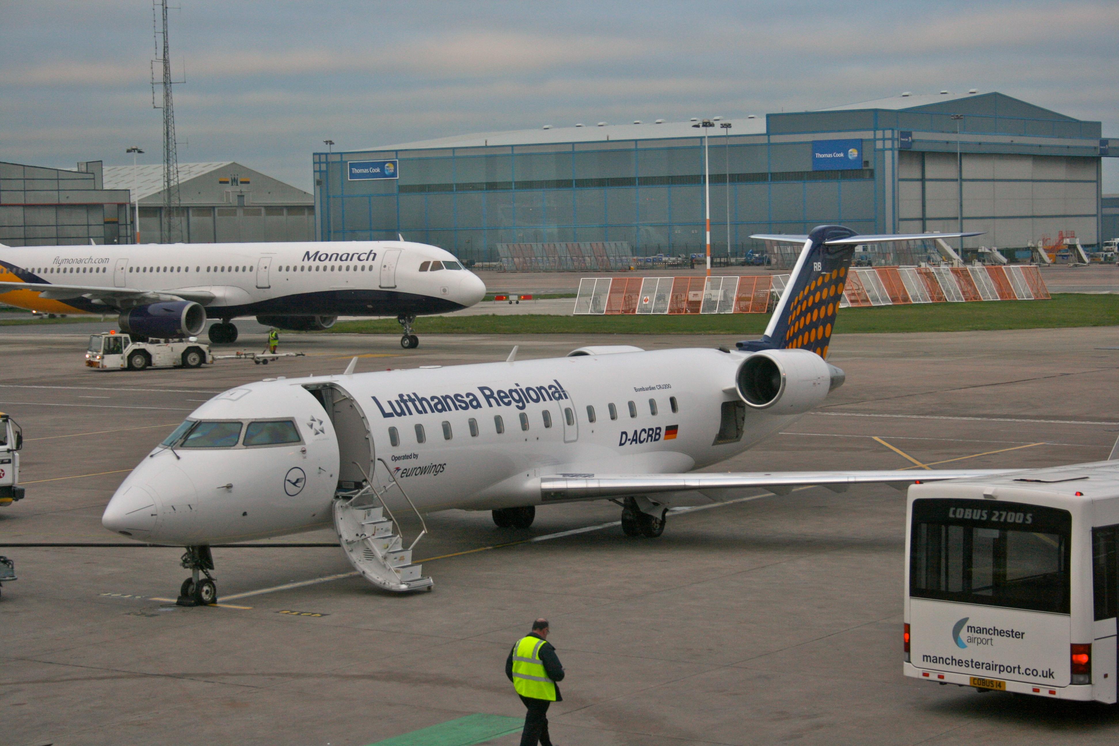 Crj Auto Electrical Wiring Diagram Lear Peterbilt Fuse Box File Lufthansa Bombardier Crj200