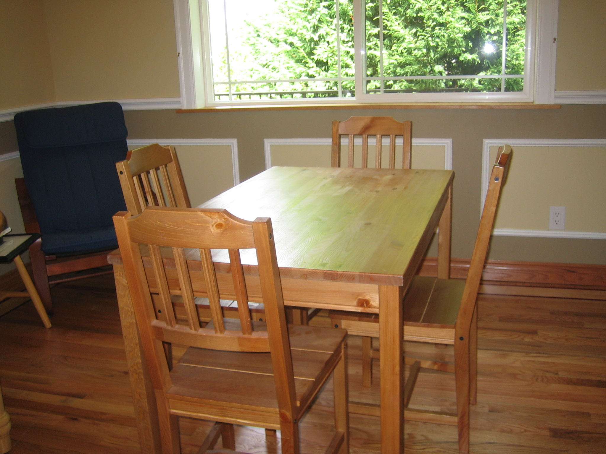 Kitchen Tables File Kitchen Table Jpg Wikipedia