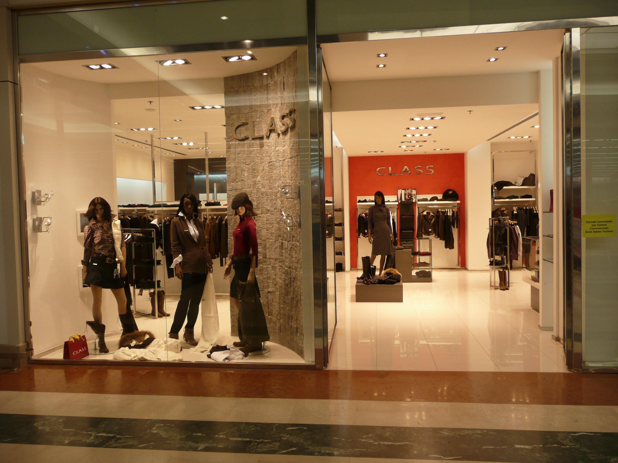 Fileclothes Shop Abbigliamentojpg Wikimedia Commons