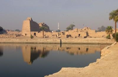 File:Ägypten Tempel von Karnak01.jpg - Wikimedia Commons