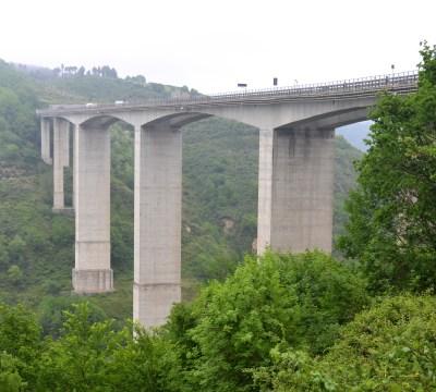 File:Viadotto Stupino, autostrada A3.jpg - Wikimedia Commons