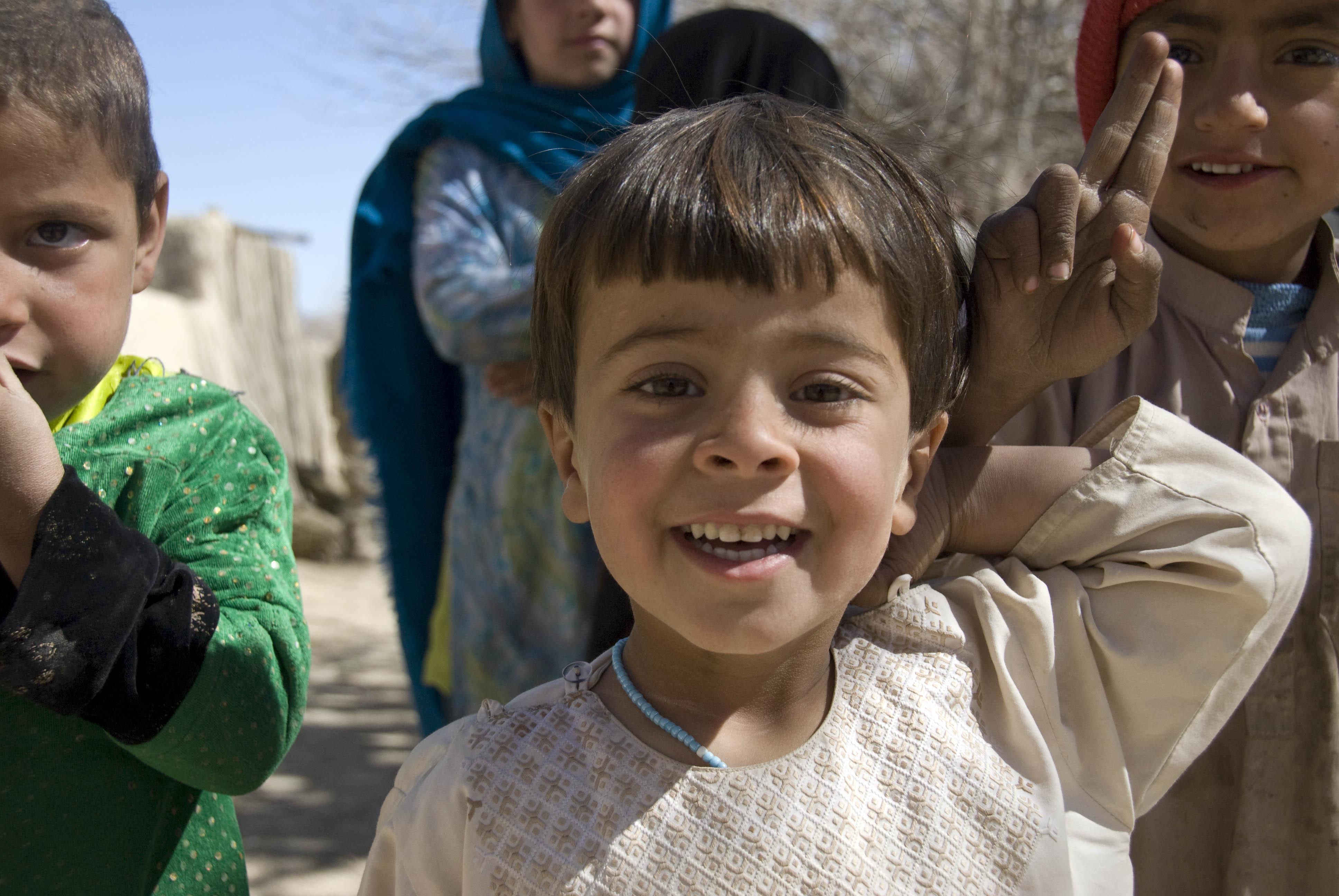 Afghan Girl Eyes Wallpaper File Afghan Children Smile At Gis A Jpg Wikimedia Commons