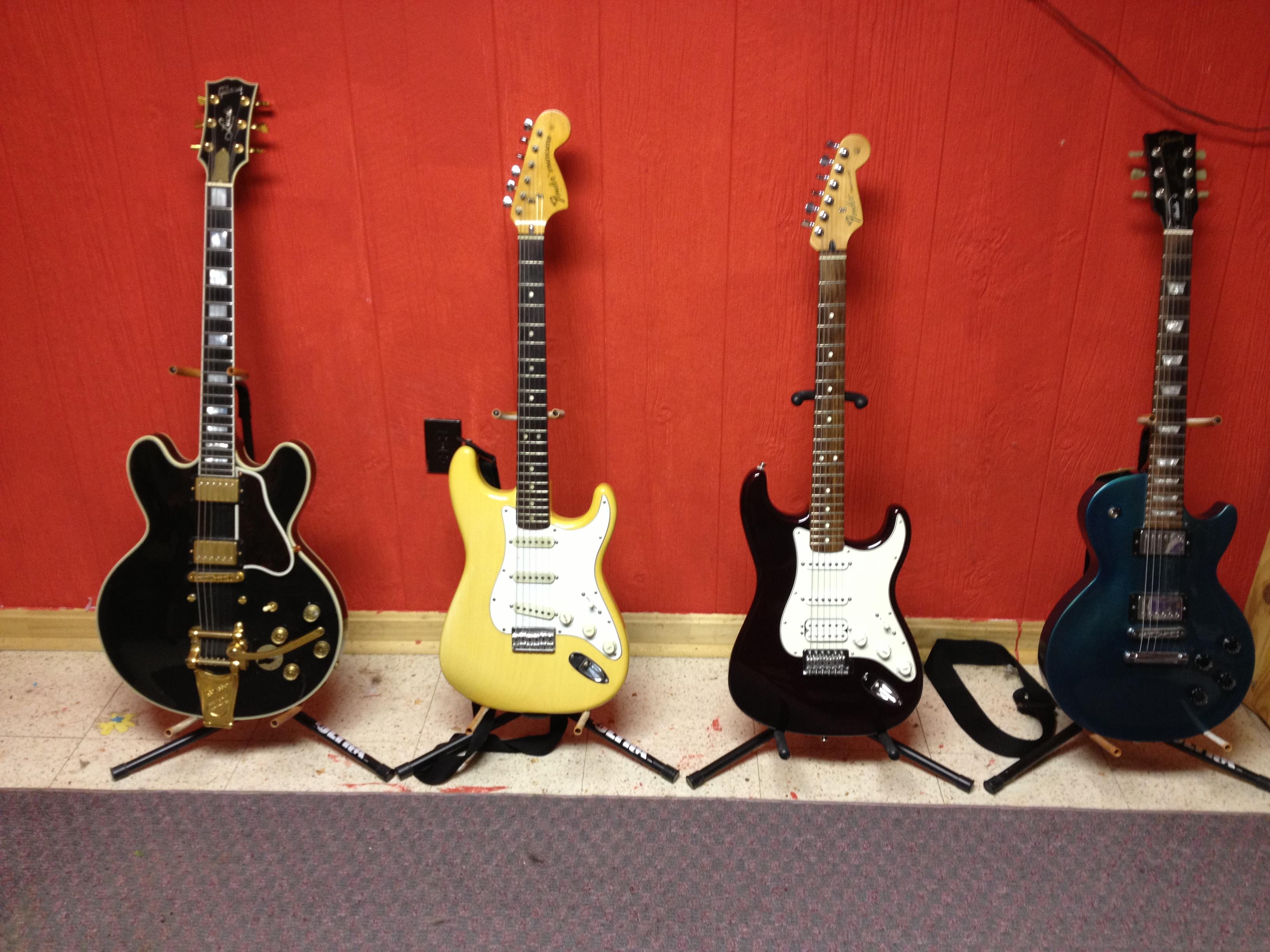 Black Wood Wallpaper File Gibson Lucille 1975 Fender Stratocaster Fender Hss